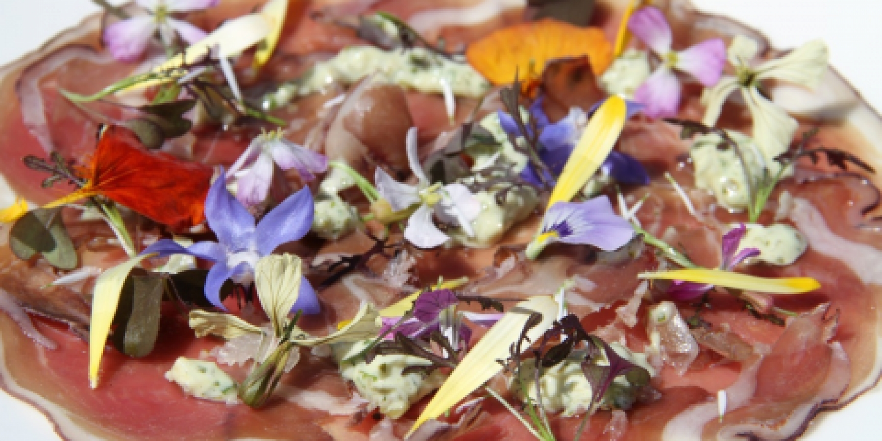 Edible flowers for chefs. Wholesale edible flowers for caterers and chefs.